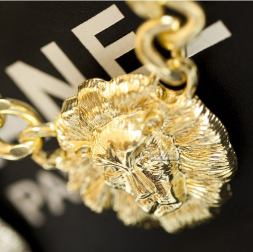 Fashion Golden Lion Pendant Weaved Metal Necklace