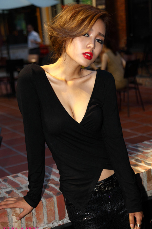 Sexy V Neck Long Sleeve Black Polyester T-shirt
