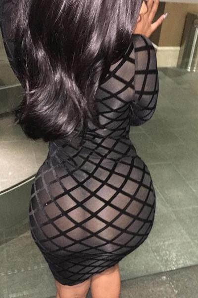 Sexy rodada pescoço mangas compridas oca-out preto poliéster bainha vestido do joelho comprimento