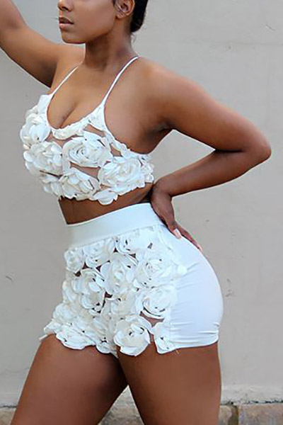 Sexy U-shaped Neck Sleeveless Roses Decorate White Lace Two-piece Shorts Set