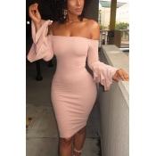 Stilvolle Tau Schulter lange Ärmel Falbala Design rosa Polyester Mantel knielangen Kleid