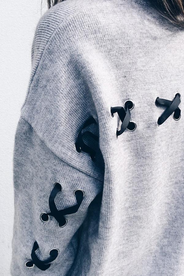 Jersey con cuello redondo de poliéster gris de moda