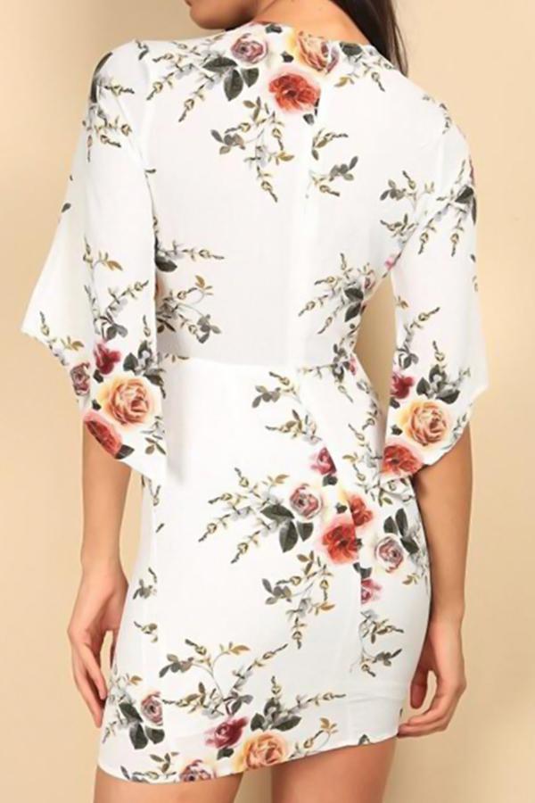 Mini Vestido De Poliéster Blanco Estampado Floral Con Cordones En V Sexy (impresión Sin Posicionamiento)