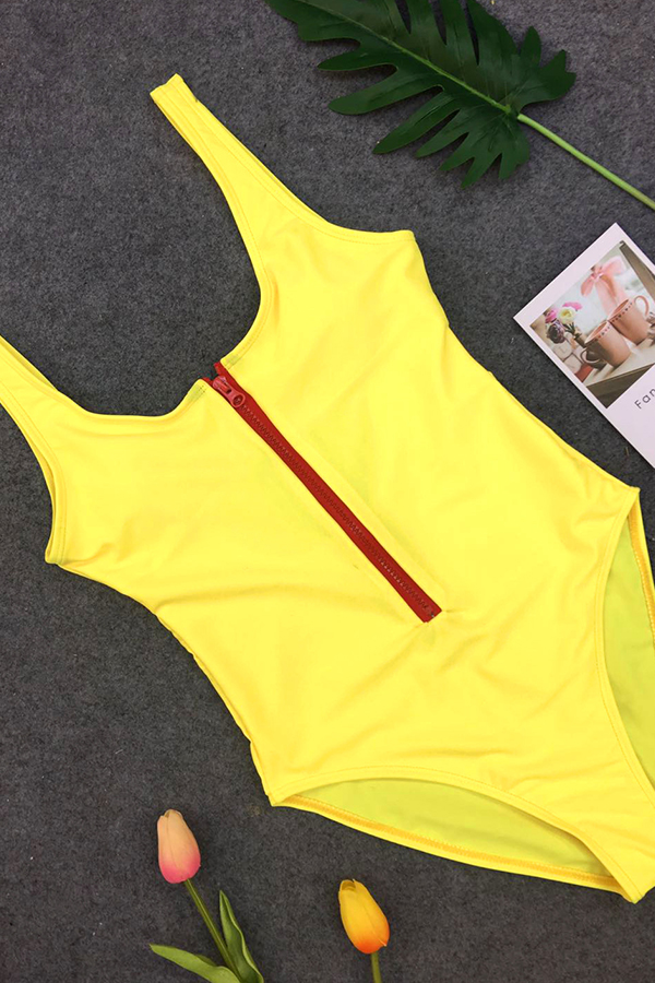 Diseño Encantador De La Cremallera Del Cuello De La Manera U Amarillo Swimwears De Una Pieza De Nylon