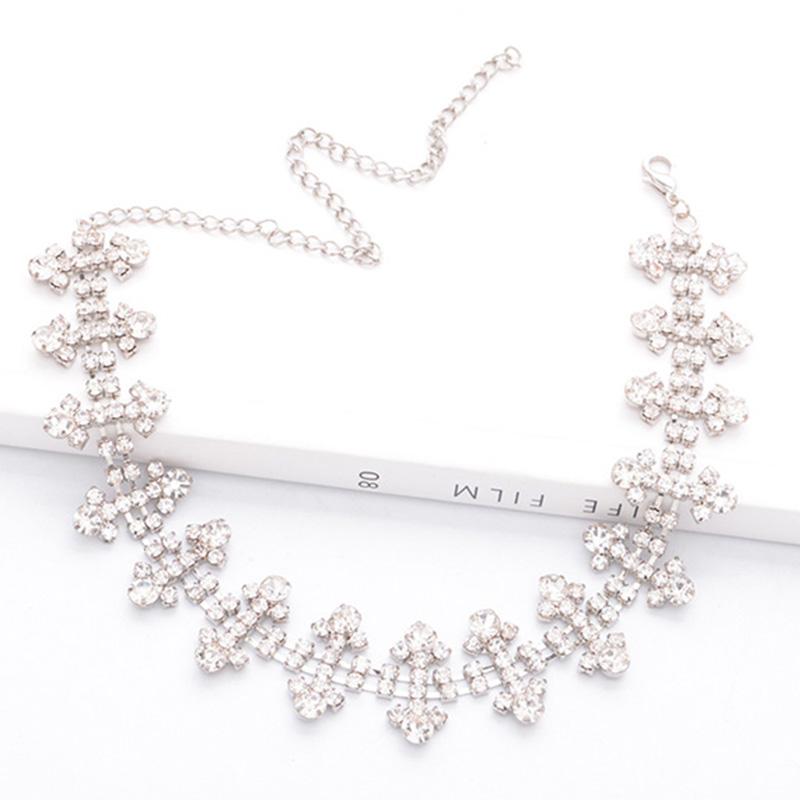Lovely Stylish Rhinestone Decoration Silver Necklace