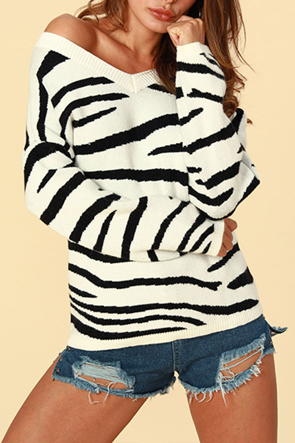 Lovely Chic Striped White Sweaters