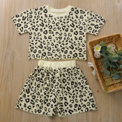 Lovely Trendy Leopard Print Girl Two-piece Shorts