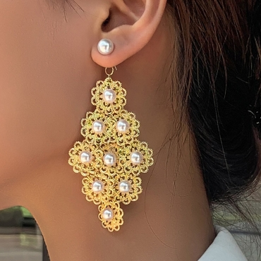 lovely Stylish Pearl Decorative Gold Earring