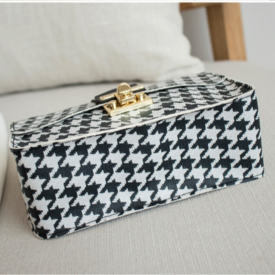 Lovely Casual Chain Strap Black And White Crossbody Bag